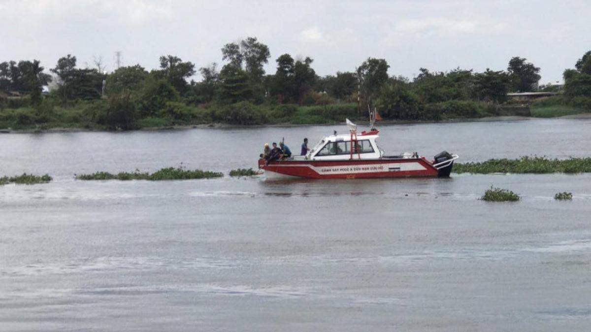 Lực lượng chức năng đang tìm kiếm thi thể nạn nhân.