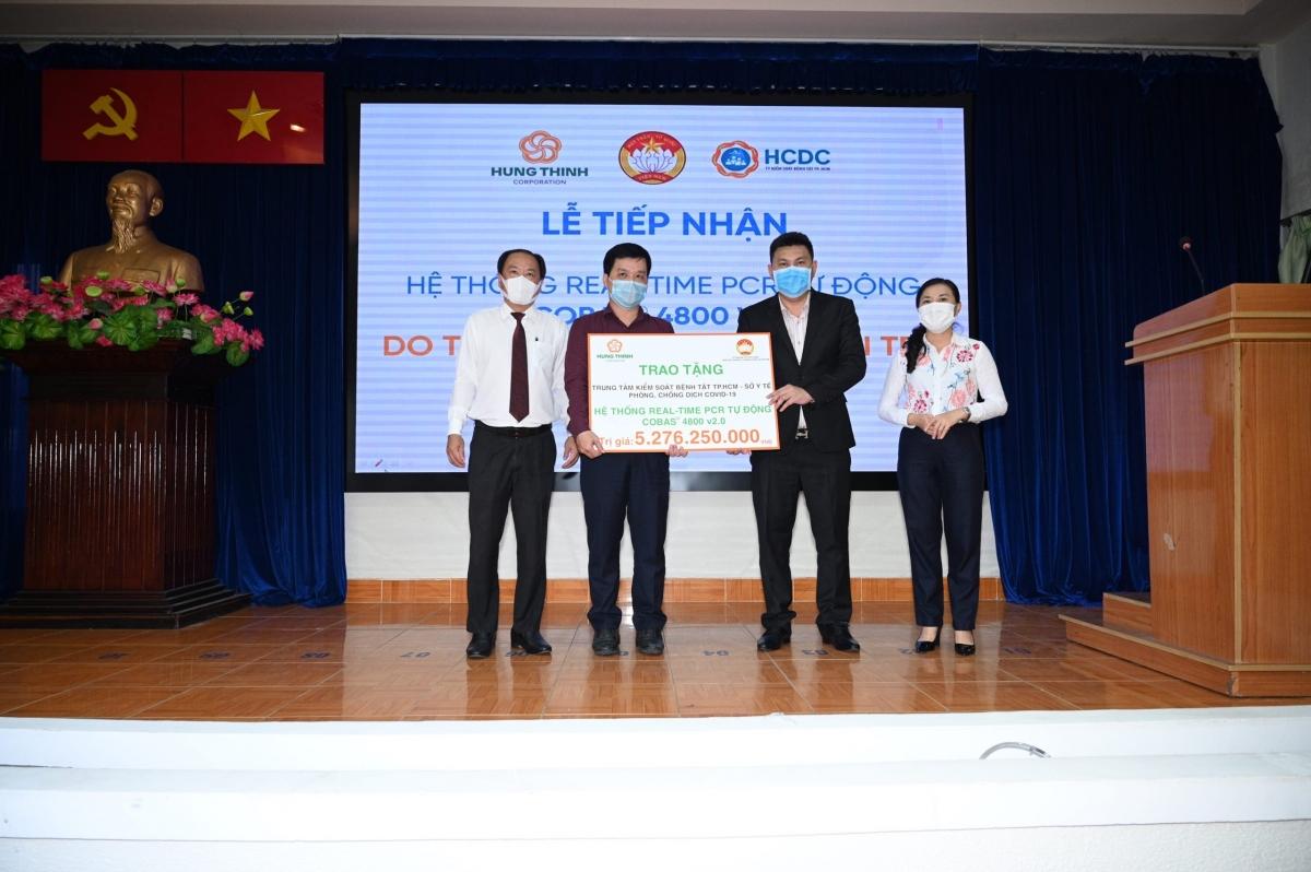 Tập đoàn Hưng Thịnh vừa trao tặng hệ thống máy xét nghiệm Real-time PCR tự động Cobas® 4800 v2.0 trị giá gần 5,3 tỷ đồng cho Trung tâm kiểm soát bệnh tật TP.HCM.