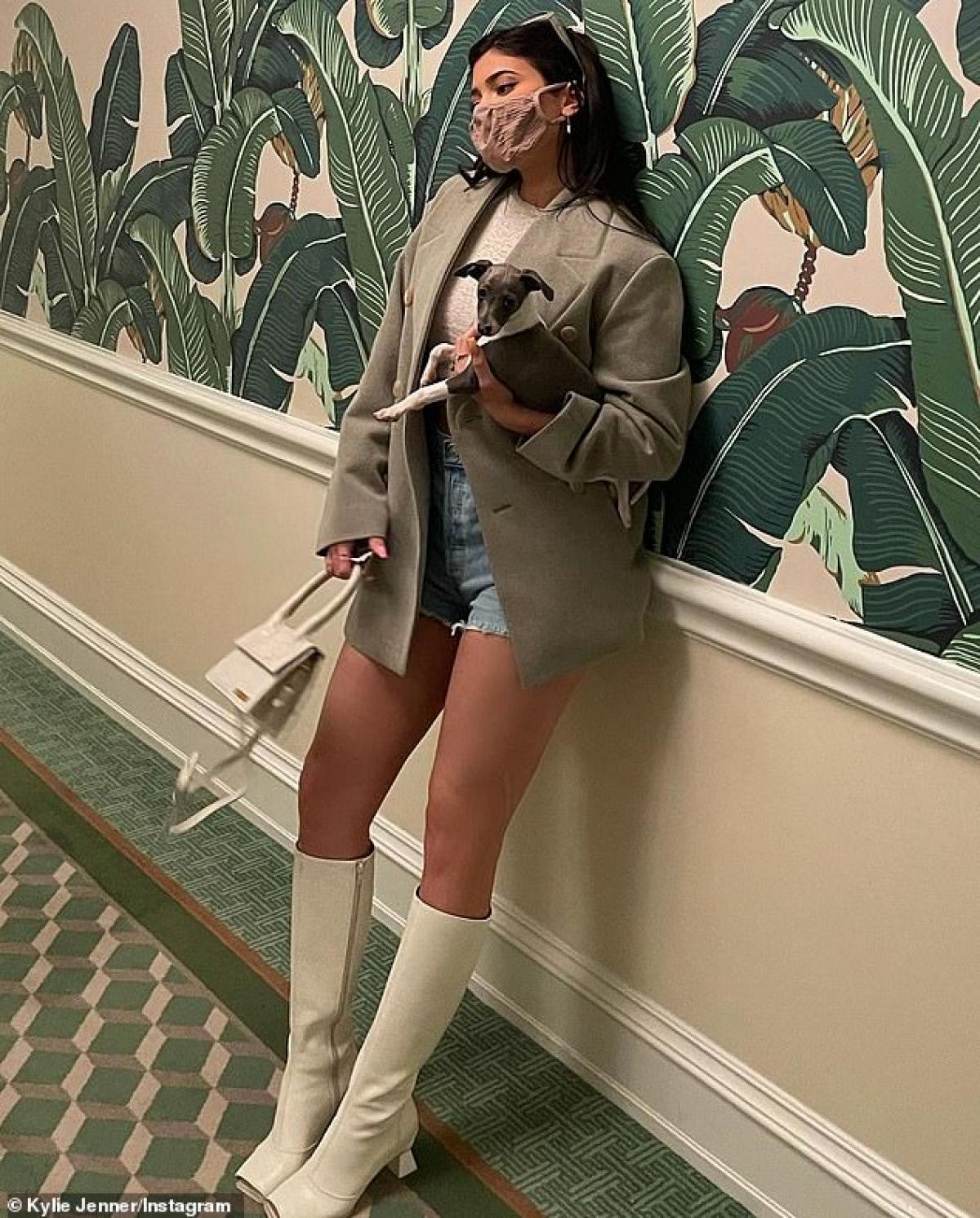 Kylie Jenner đang vướng nghi vấn tái hợp Travis Scott khi cả hai cùng nhau đi chơi trước đó.