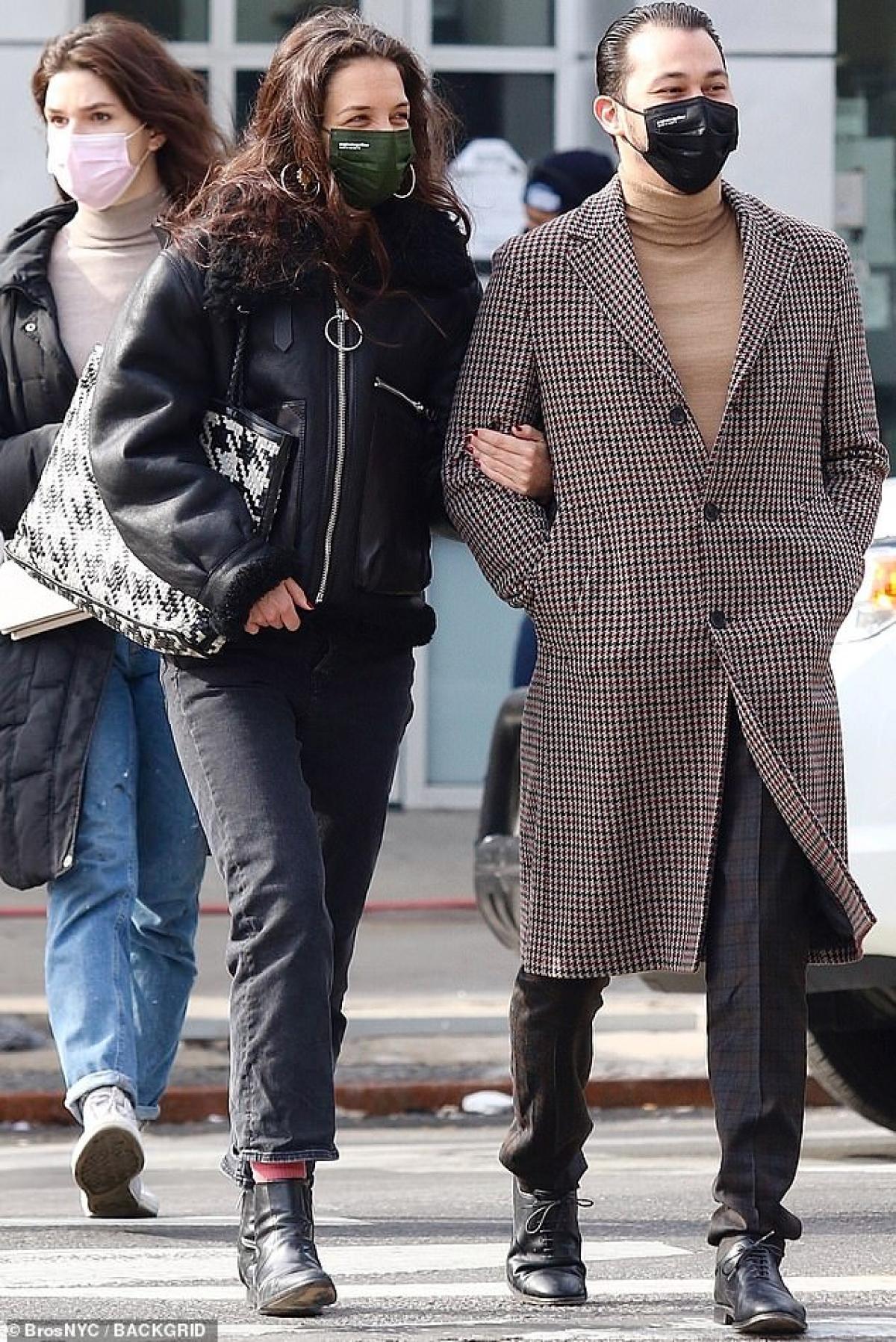 Katie Holmes đã ra mắt gia đình bạn trai và được ủng hộ.
