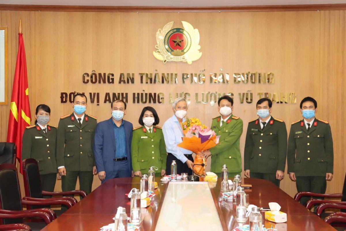 Lãnh đạo thành phố Hải Dương biểu dương lực lượng công an thành phố đã nhanh chóng truy vết được nguồn lây của bệnh nhân Covid-19 tại phường Hải Tân.