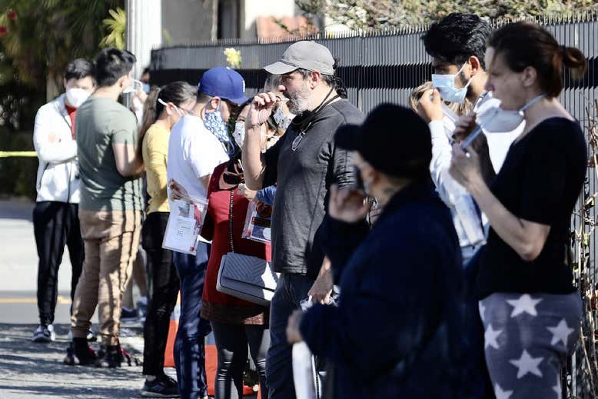 Người dân xét nghiệm Covid-19 ở Los Angeles. Ảnh: Tân Hoa xã