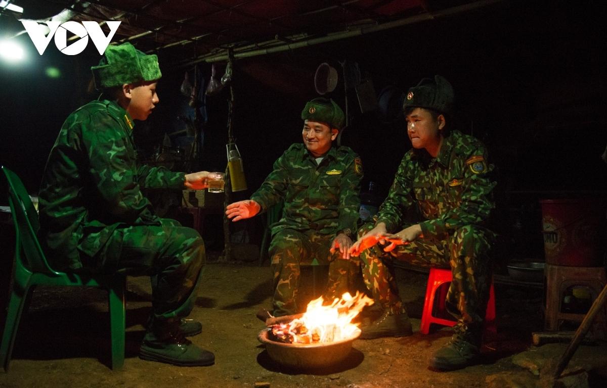 """Đất nước chúng ta đã và đang kiểm soát tốt tình hình dịch bệnh COVID-19, trong đó có sự đóng góp không nhỏ của những người lính quân hàm xanh đang ngày đêm, """"ăn lán ngủ rừng"""""""