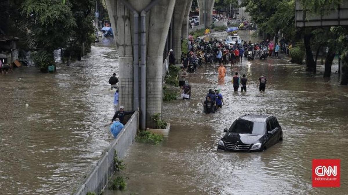 Lũ lụt làm tê liệt nhiều tuyến đường thủ đô Jakarta (Nguồn: CNN Indonesia)