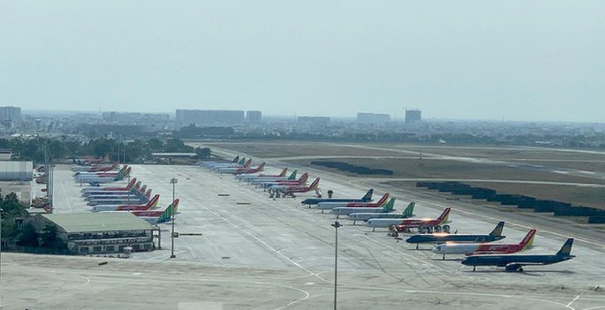 Đa số người đặt chỗ, mua vé đang nghe ngóng tình hình dịch Covid-19 ở các địa phương để chủ động về quê đón Tết. Tuy nhiên theo các hãng hàng không, nguồn cầu hàng không nội địa đang dần ổn định trở lại.