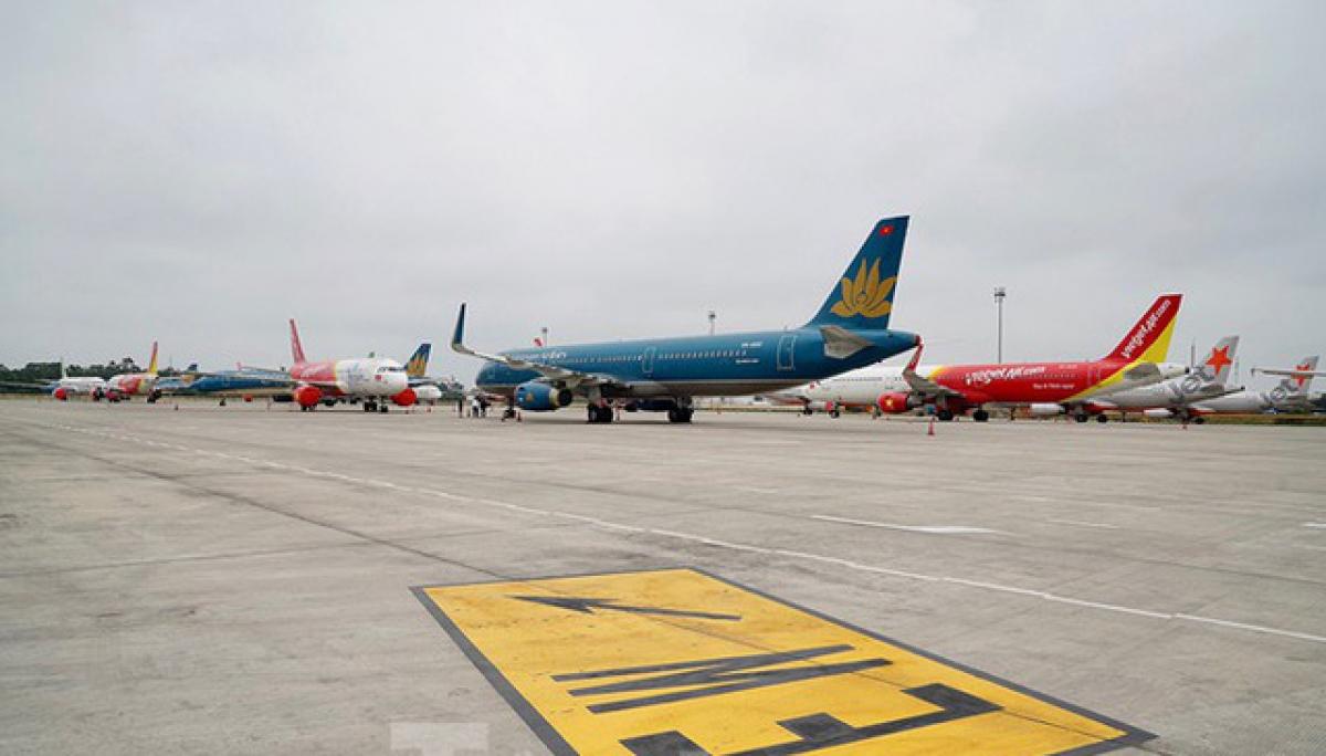 Nhu cầu bay thay đổi do dịch bệnh cũng khiến giá vé máy bay Tết trên trục vàng TP.HCM - Hà Nội và nhiều đường bay Tết phổ biến khác đang rẻ kỷ lục.