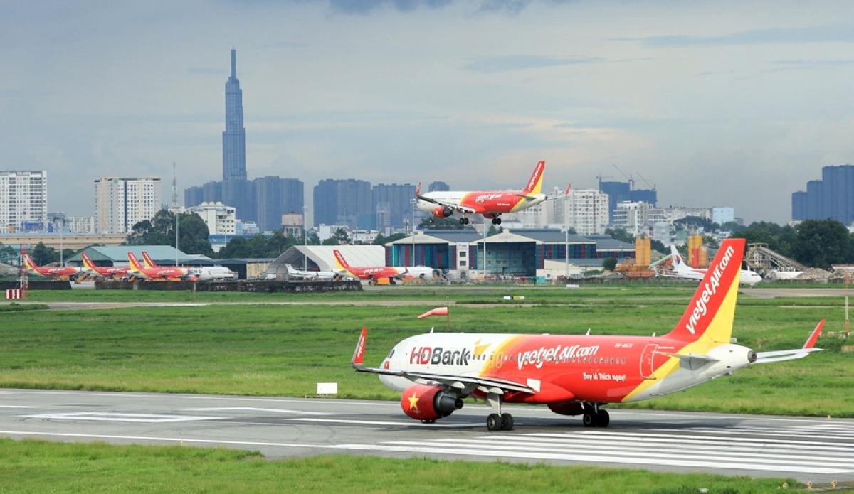 Máy bay đỗ tại sân bay Tân Sơn Nhất.