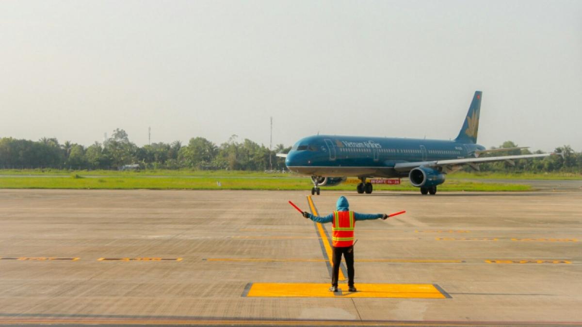 Theo Bộ GTVT, từ nay đến năm 2030 sẽ không bổ sung cảng hàng không mới so với hệ thống 28 cảng hàng không đã được Thủ tướng Chính phủ phê duyệt. Đến năm 2050 mới đề xuất bổ sung sân bay Cao Bằng vào quy hoạch.