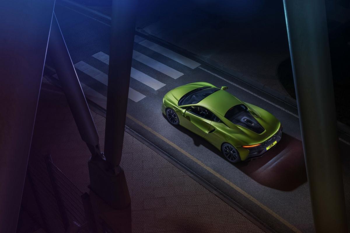 Với động cơ này, Artura sẽ phản hồi người lái nhạy bén hơn bao giờ hết. Mẫu siêu xe hybrid này có khả năng tăng tốc lên 100 km/h từ vị trí đứng yên trong vòng 3 giây, 0 – 200 km/h trong vòng 8,3 giây, 0 – 300 km/h trong 21,5 giây và tốc độ tối đa được giới hạn ở mức 330 km/h.