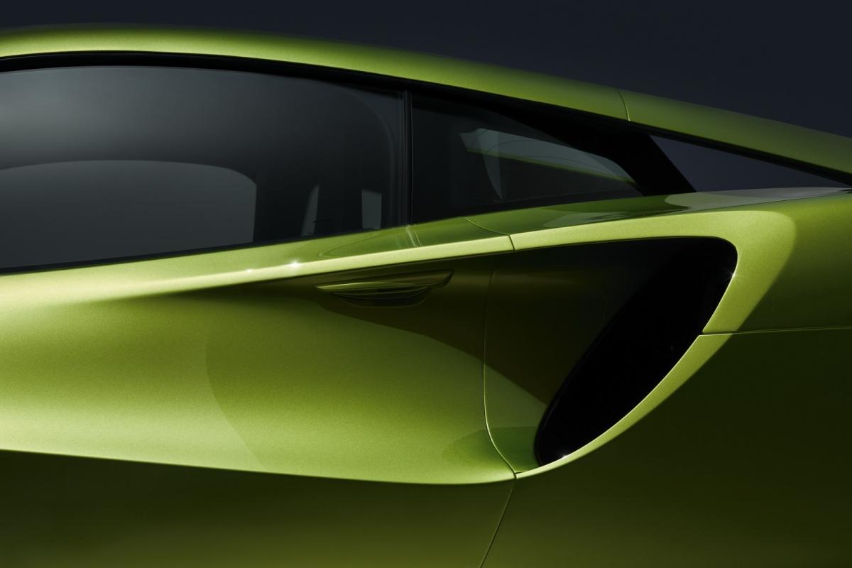 McLaren cho biết, mẫu xe của mình có thể đi được quãng đường 30 km ở chế độ chạy điện hoàn toàn, tốc độ tối đa đạt 130 km/h.
