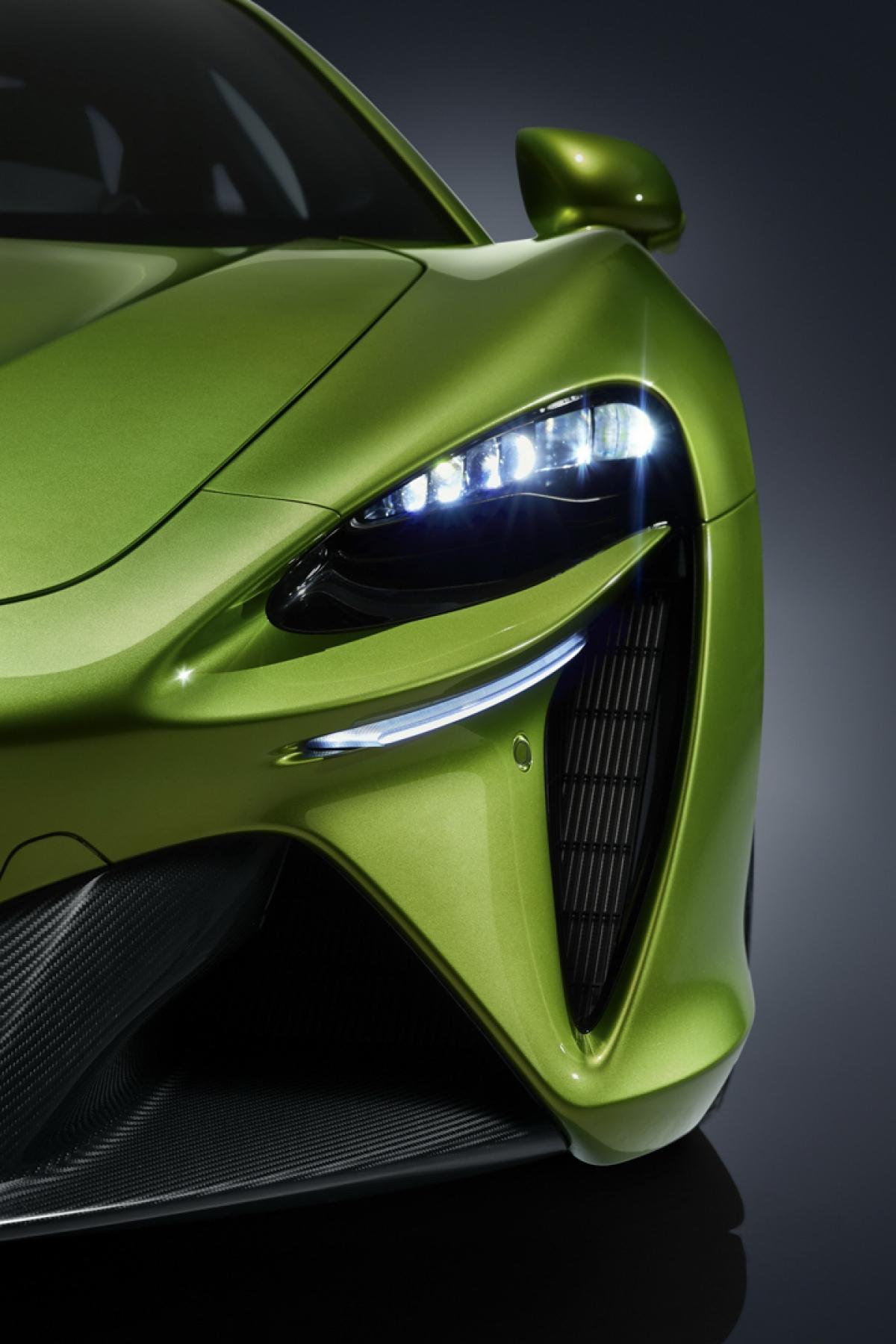 """McLaren Artura hoàn toàn mới sẽ có giá bán khởi điểm 225.000 USD và bắt đầu có mặt trên thị trường vào quý 3 năm nay. Hãng sẽ bán ra mẫu xe này với năm cấu hình gồm Performance với phối màu và các chi tiết ốp thể thao, TechLux mang đến sự sang trọng nhưng không kém phần """"high-tech"""" và Vision với các phối màu tương lai và đầy tính phiêu lưu."""