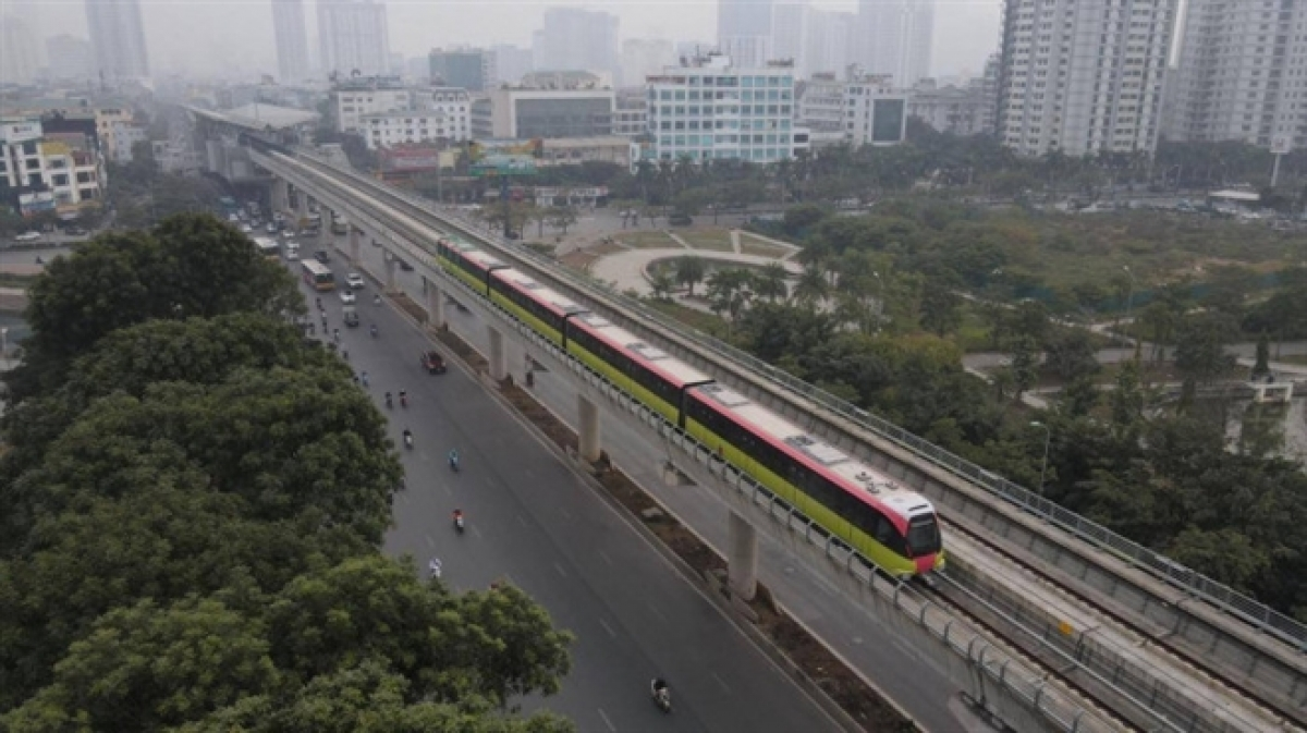 The first and second metro trains were transported to Vietnam on October 18, 2020 and February 5, 2021, respectively. The first trials to test both the trains and the tracks took place along a 10-km long route on January 22.