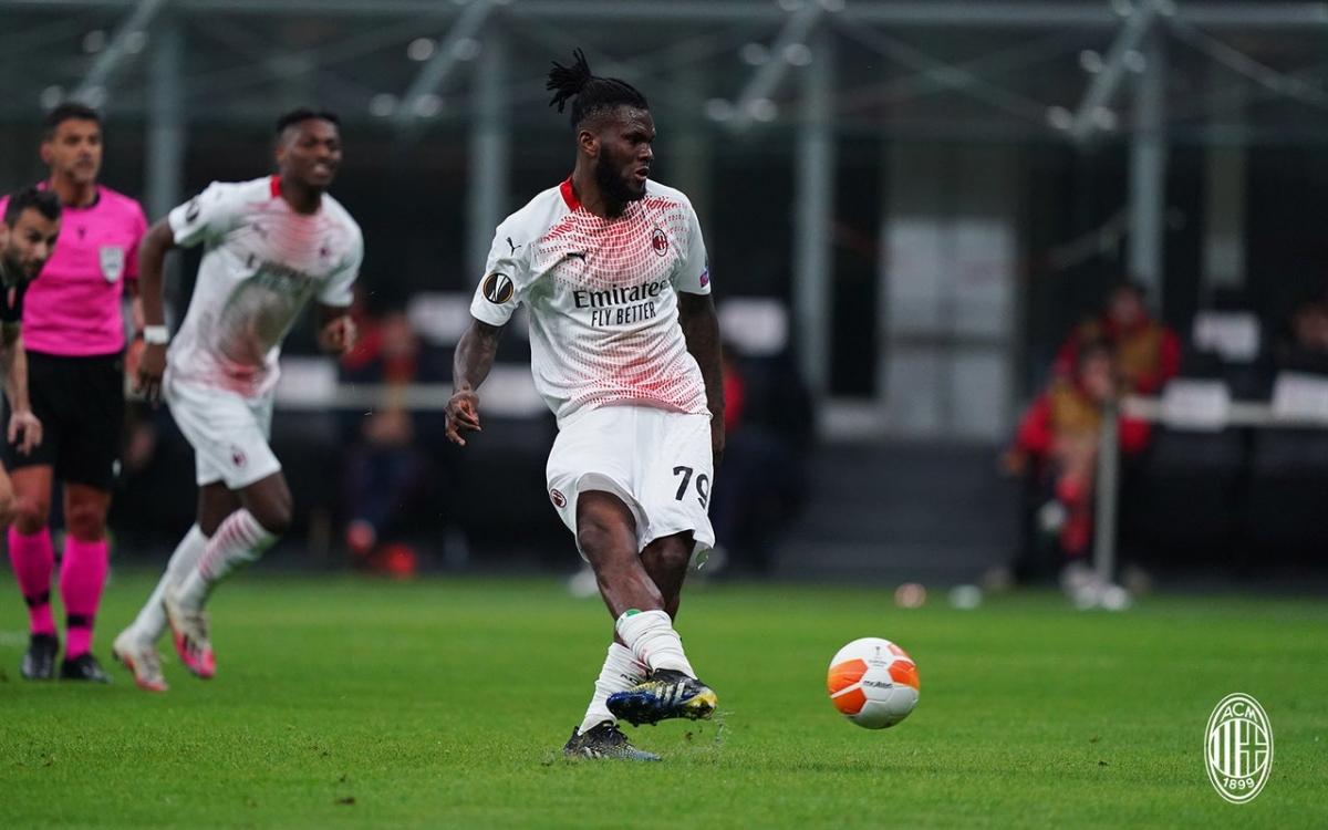 Franck Kessie đá phạt đền thành công ngay phút thứ 9, mở tỷ số cho AC Milan trong cuộc tiếp đón Crvena Zvezda.