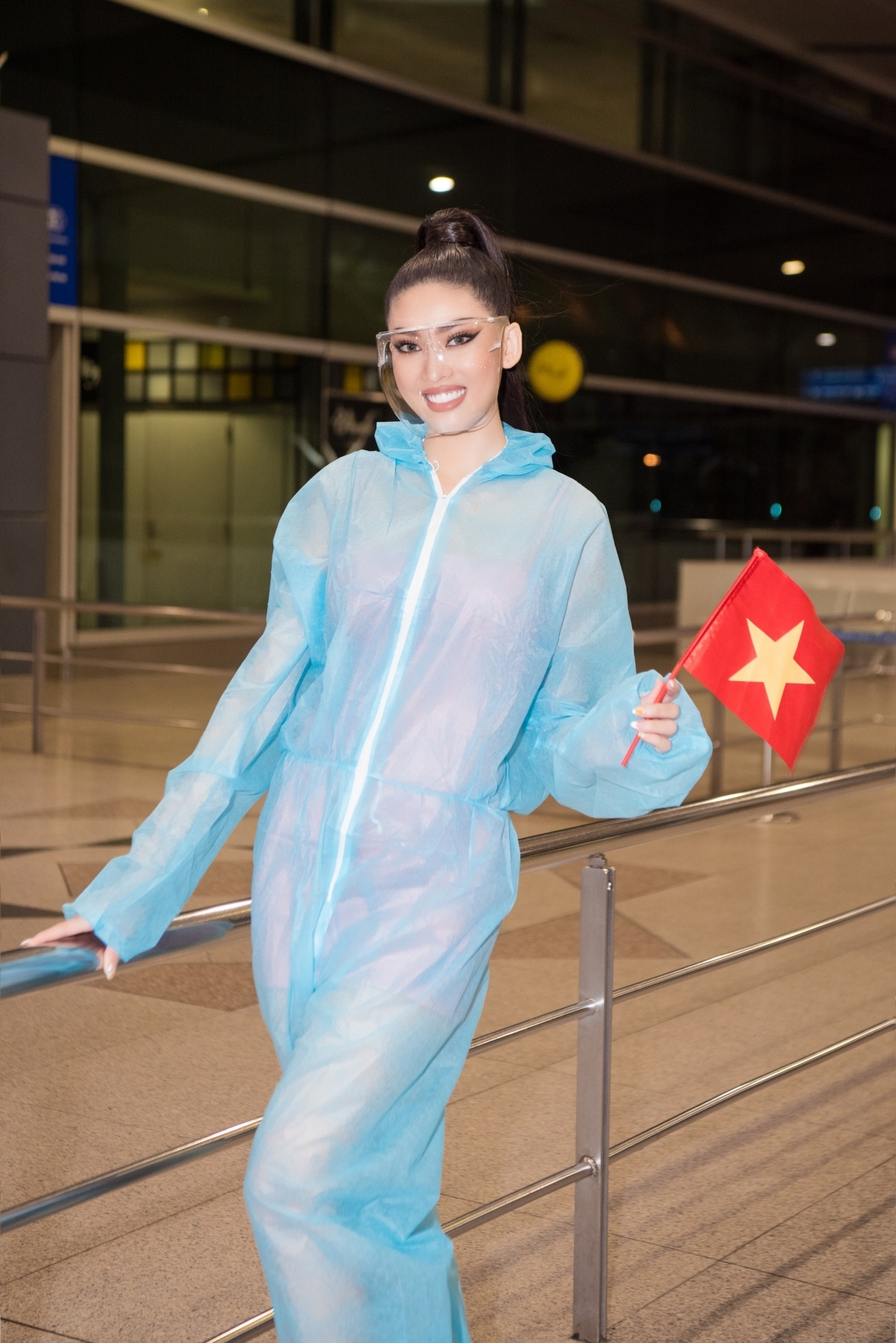 She is said to bring with her a national costume, an evening grown, alongside Vietnamese specialties.