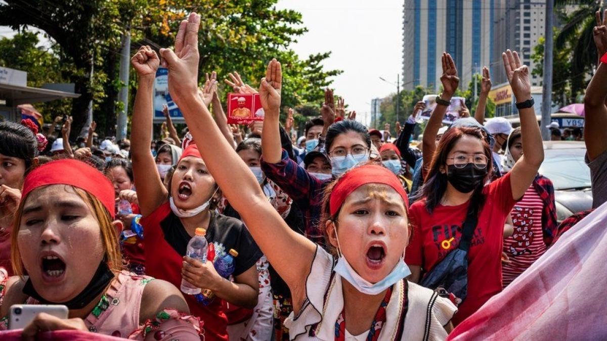 Người Myanmar biểu tình. Ảnh: BBC.