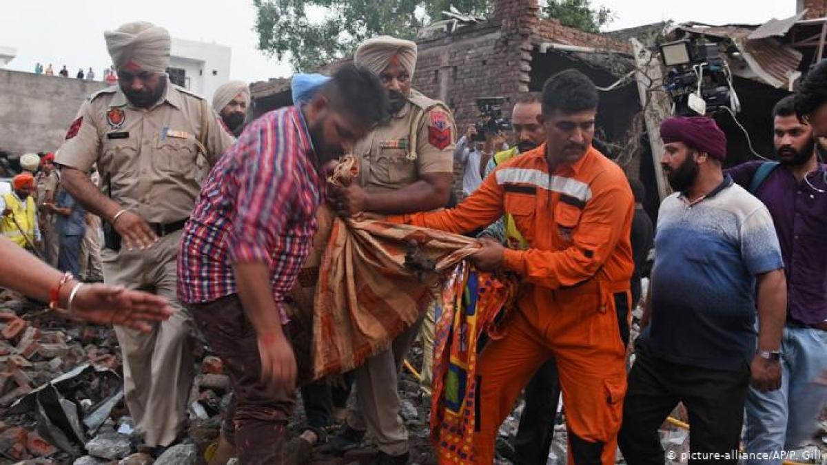 Ít nhất 23 người thiệt mạng và hơn 20 người khác bị thương trong vụ nổ nhà máy pháo hoa ngày 4/9/2019 tại Ấn Độ. (Ảnh: APP).