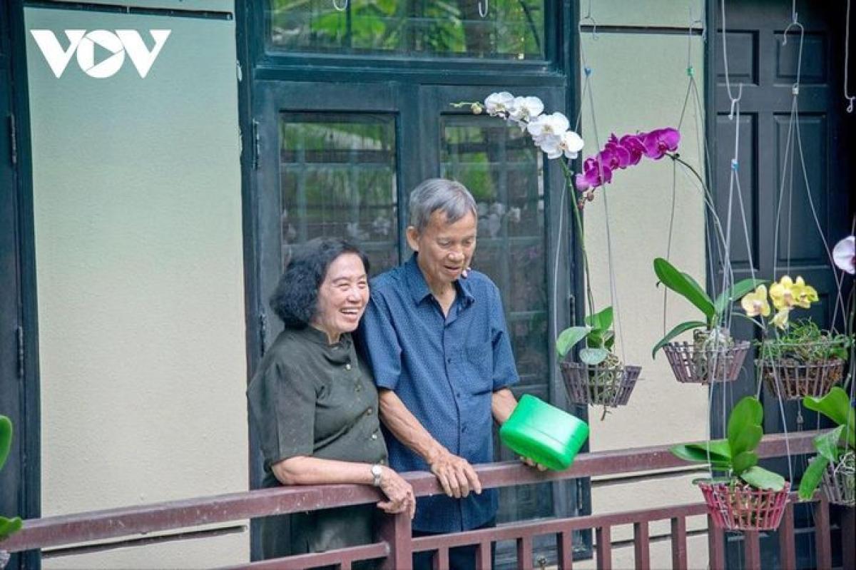 Khi xong nhiệm vụ Đảng, Nhà nước giao phó, nguyên Phó Thủ tướng Trương Vĩnh Trọng và phu nhân về vui với vườn cây, ao cá (Ảnh Tùng Thiện).