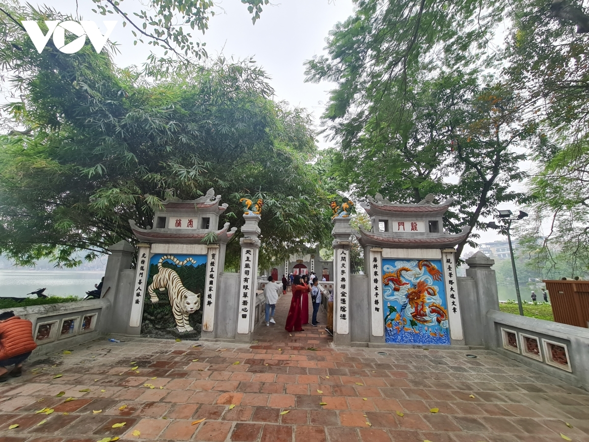 In line with other sites, cultural activities at Ngoc Son Temple also stop.