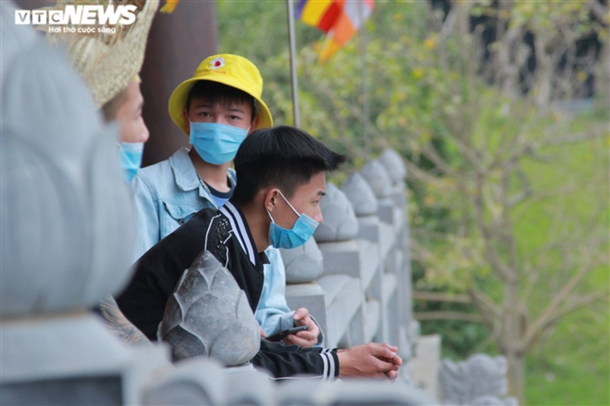 The majority of visitors are young people who wear face masks and follow the Health Ministry's 5K message in Vietnamese, namely Khau trang (facemask), Khu khuan (disinfection), Khoang cach (distance), Khong tu tap (no gatherings), and Khai bao y te (health declaration).