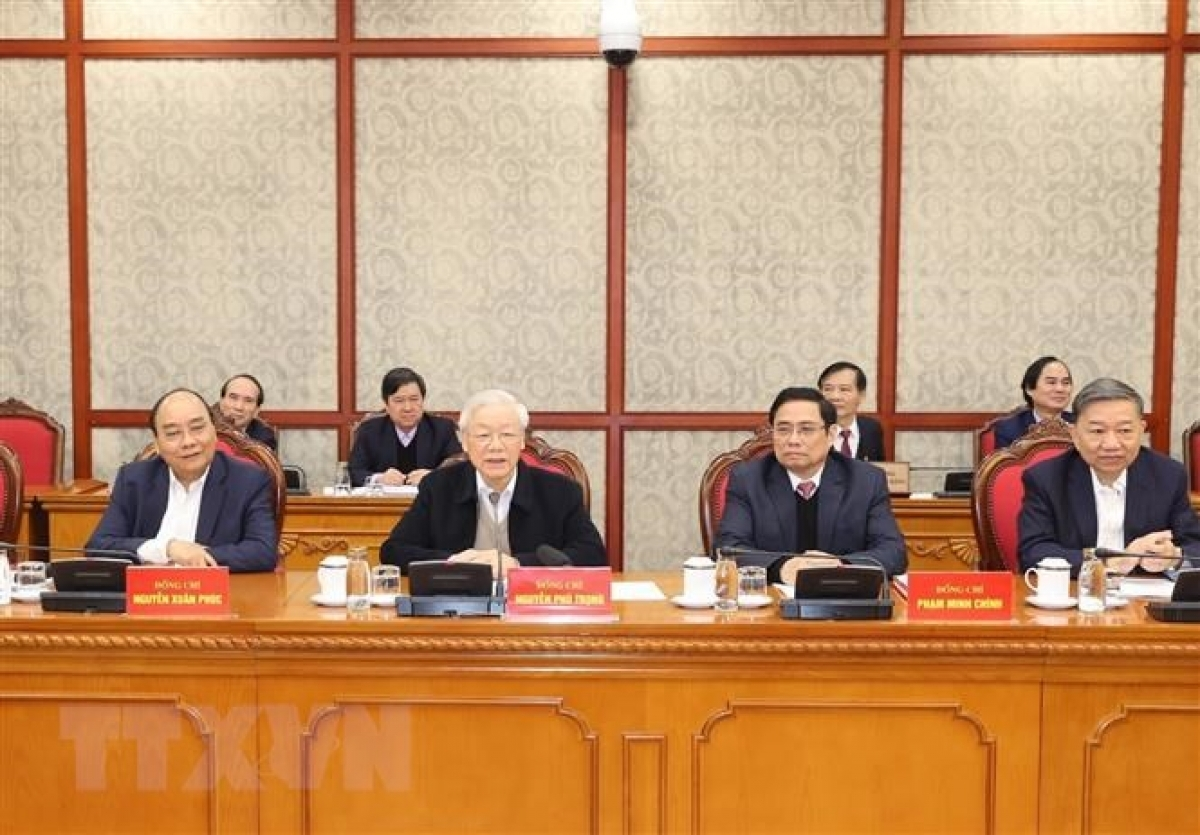 Party General Secretary and State President Nguyen Phu Trong (Second from left) presides over the first meeting of the Political Bureau and Secretariat of the Communist Party of Vietnam. (Photo: VNA)