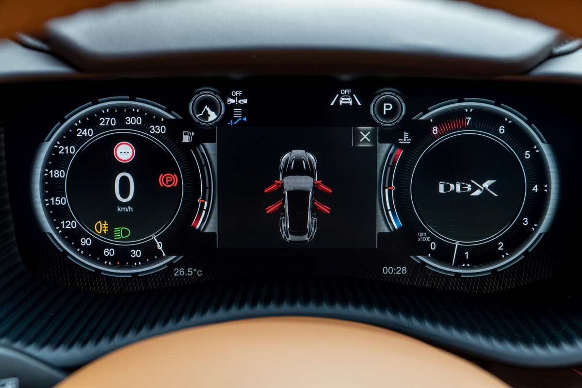 Xe trang bị màn hình thông tin TFT 12,3 inch cực lớn cho người lái màn hình giải trí TFT 10,25 inch tương thích Apple Carplay.