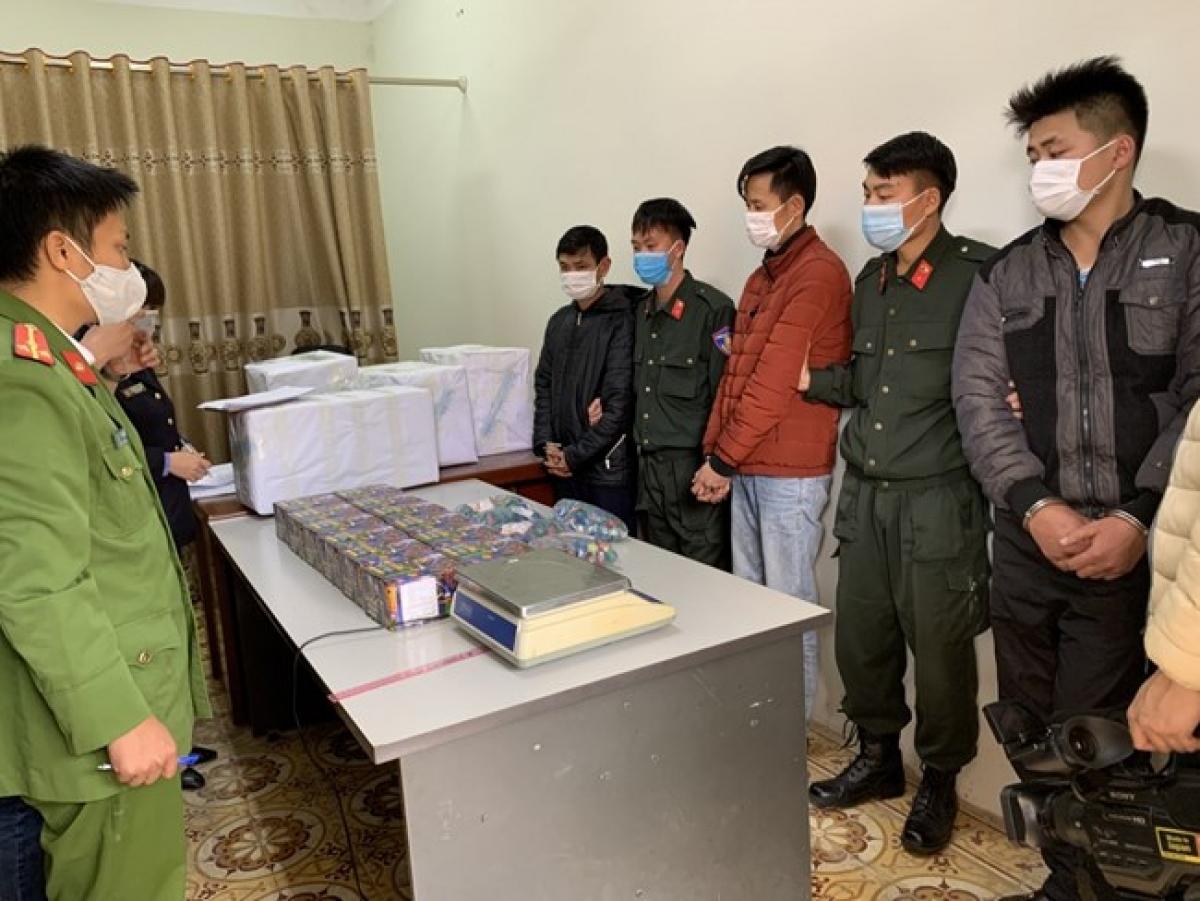 Công an huyện Mai Sơn (Sơn La) bắt giữ nhóm đối tượng buôn bán, tàng trữ pháo nổ
