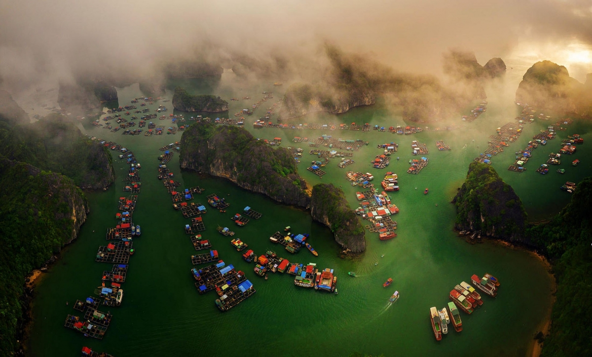 A photo of Lan Ha Bay taken by Vietnamese photographer Nguyen Tan Tuan is commended in the single image category.