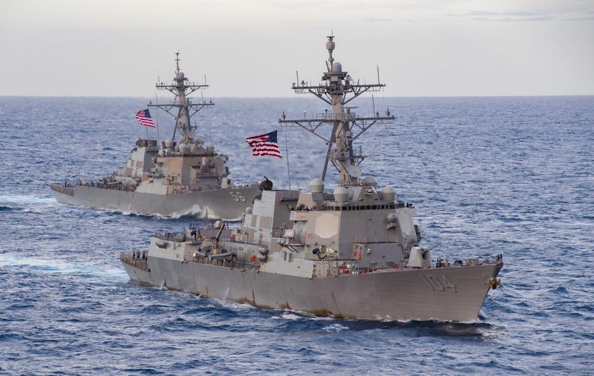 Các tàu khu trục USS Sterett và John S. McCain ở Biển Đông. Ảnh: Hải quân Mỹ.
