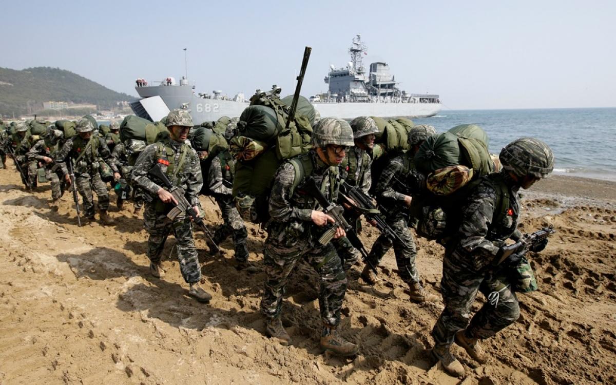 Lính Hàn Quốc và Mỹ. Ảnh: Japan Times.