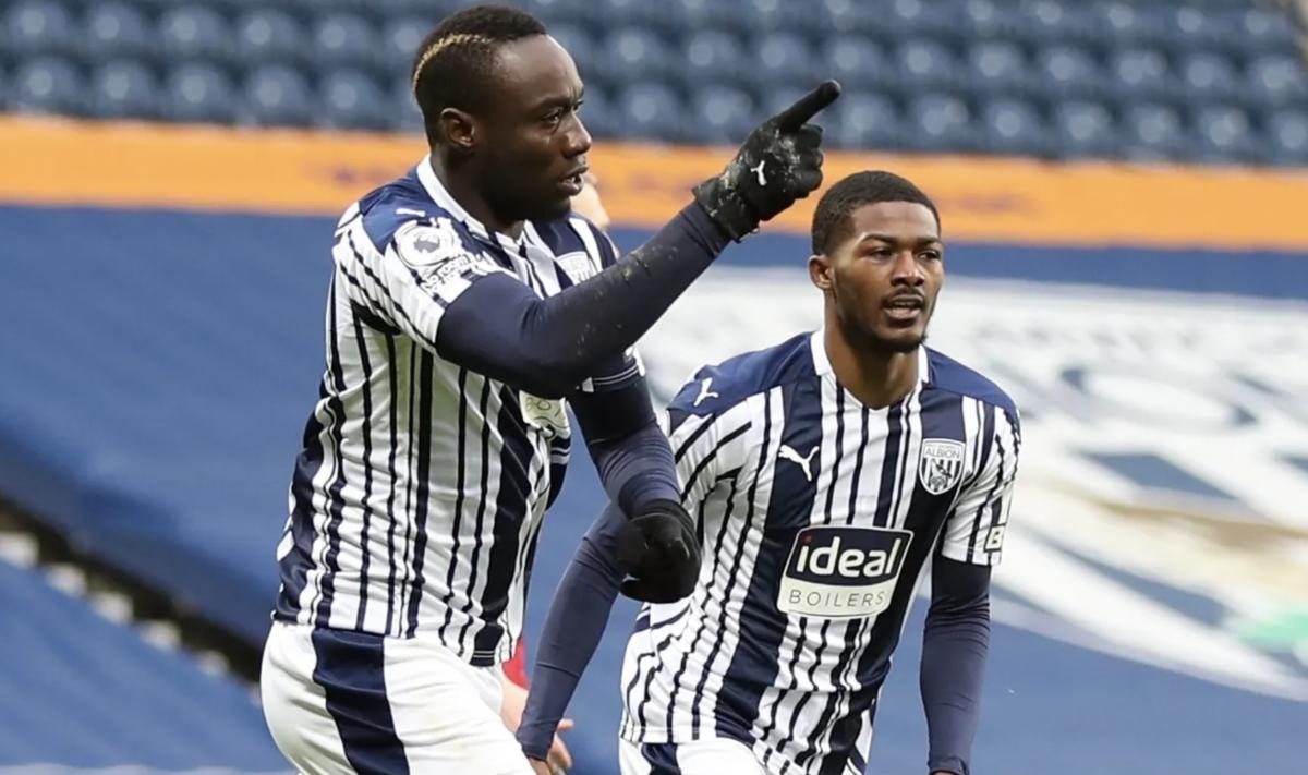 Niềm vui của Diagne và các cầu thủ West Brom... (Ảnh: Reuters).