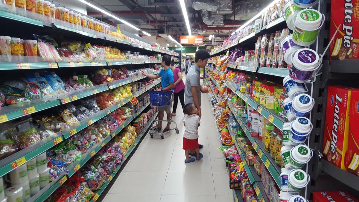 Các hoạt động kinh doanh, mua sắm của người tiêu dùng giảm do dịch bệnh. (Ảnh: KT)