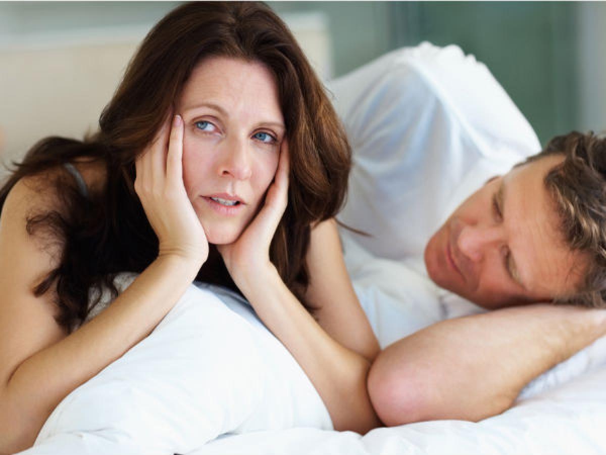 Đau đớn khi quan hệ tình dục: Quan hệ tình dục không phải lúc nào cũng đem lại khoái cảm. Nếu bạn cảm nhận thấy cơn đau rát dữ dội ở vùng kín khi quan hệ tình dục, có thể đó là dấu hiệu của bệnh lây truyền qua đường tình dục.