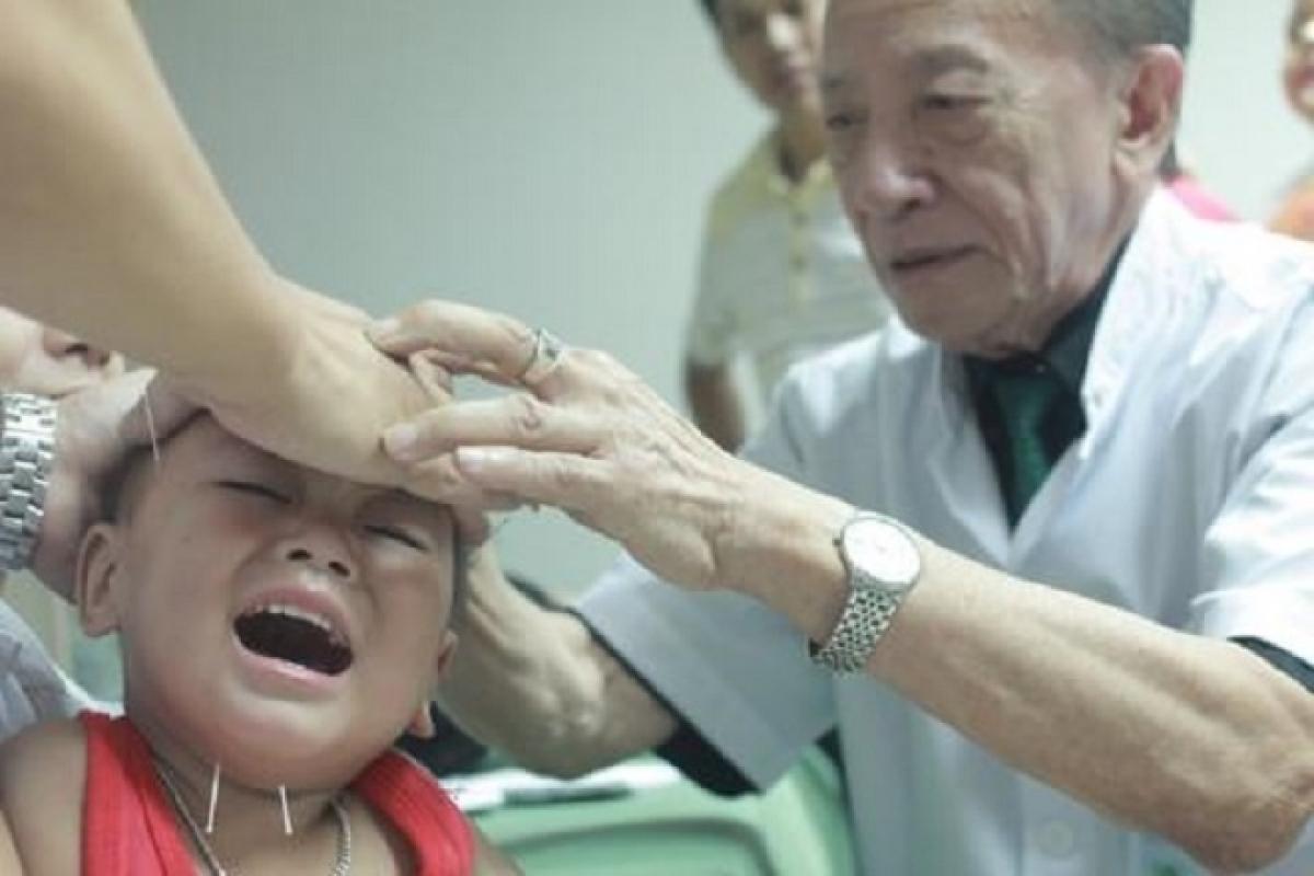 Sinh thời GS Thu nhận mình là người hay khóc, đau nỗi đau của bệnh nhân.