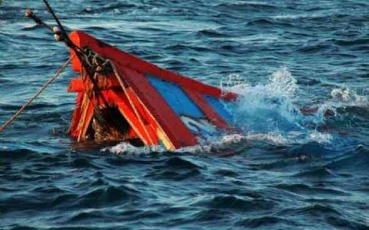 Tàu cá bị chìm (ảnh minh họa)