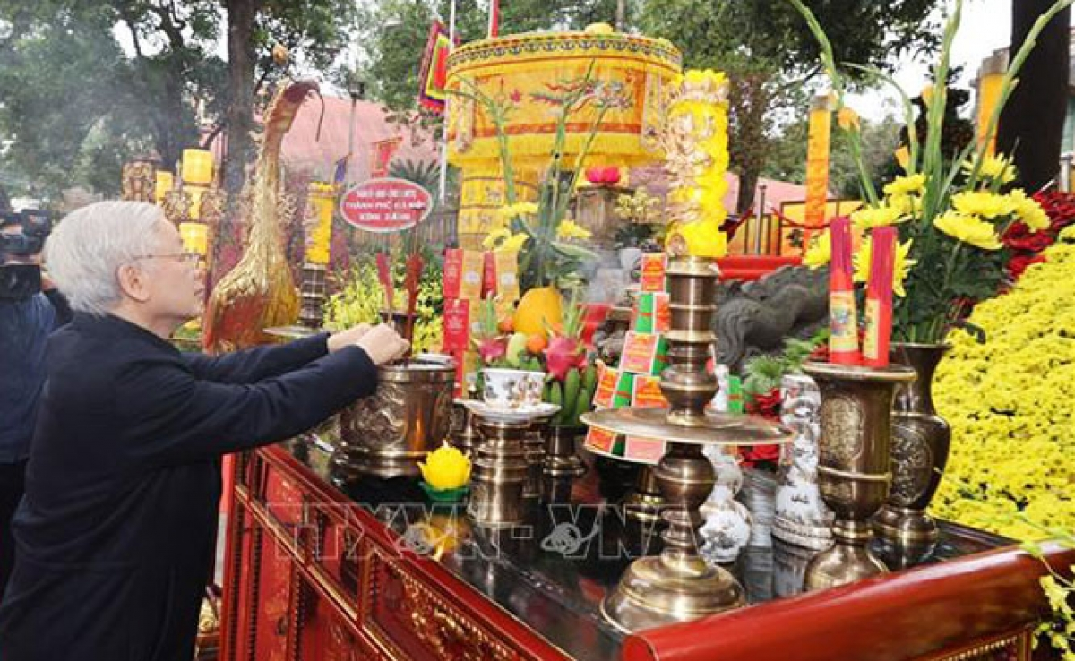 The Party leader offers incense at Kinh Thien Palace inside the royal citadel to commemorate late Vietnamese Kings to mark the Lunar New Year, known locally as Tet.