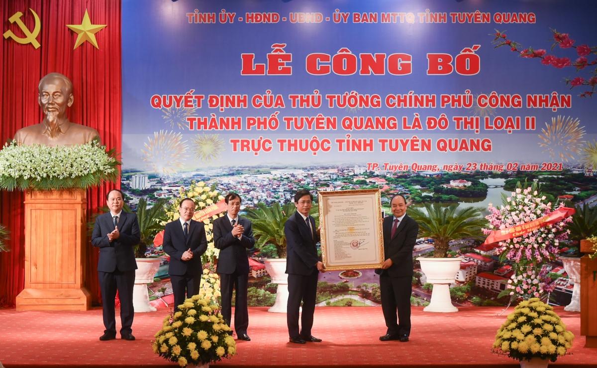 Thủ tướng trao quyết định TP Tuyên Quang đạt chuẩn đô thị loại 2