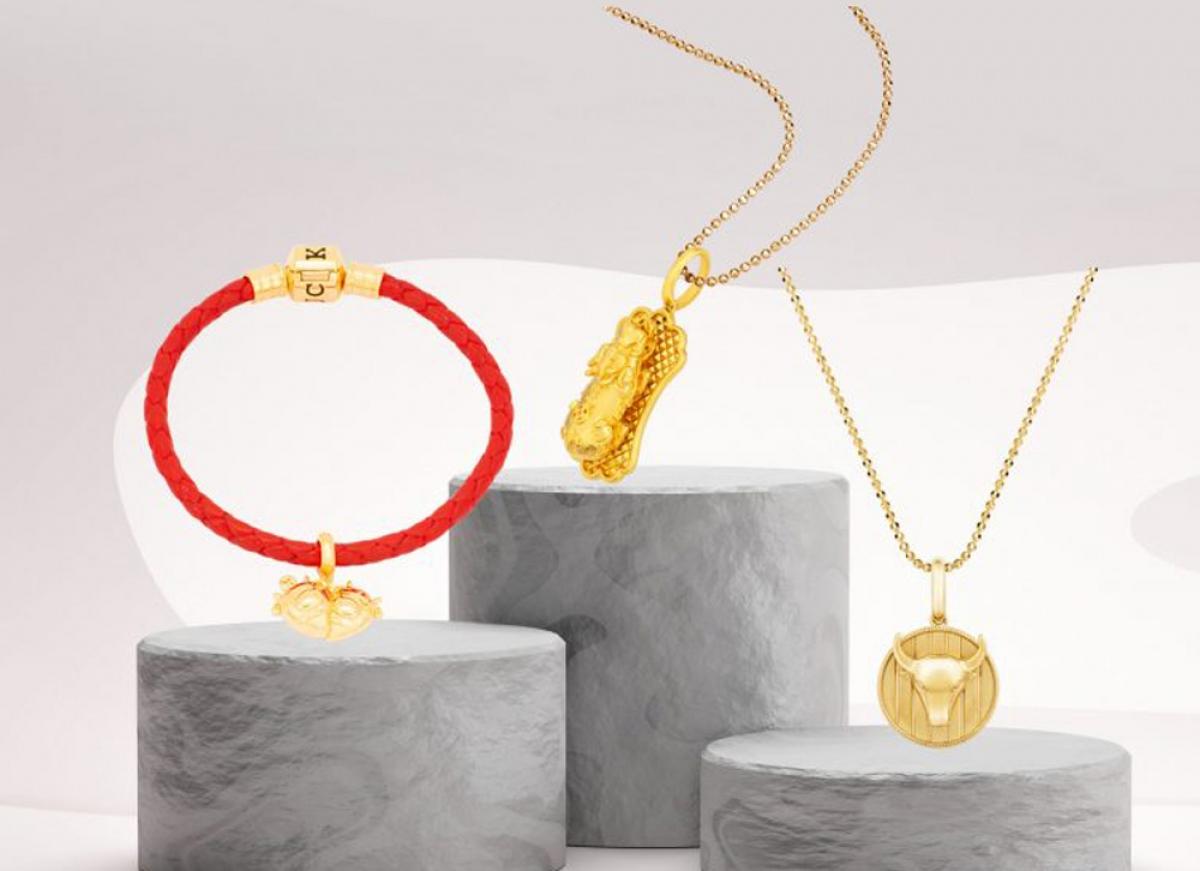 Năm Tân Sửu 2021 này, nhiều sản phẩm vàng và mạ vàng được tung ra thị trường để đáp ứng nhu cầu của khách. (Ảnh: PNJ)