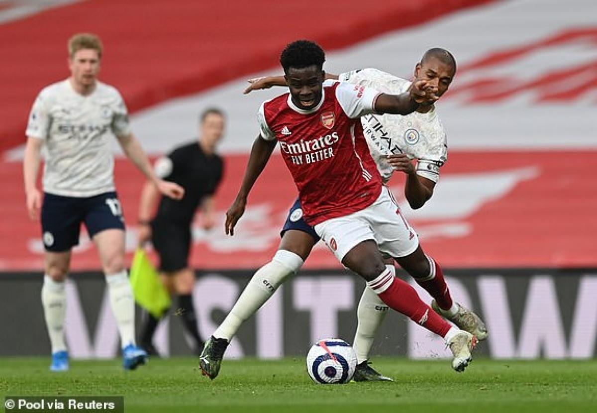 Saka đang làm điểm sáng hiếm hoi của Arsenal. (Ảnh: Reuters).