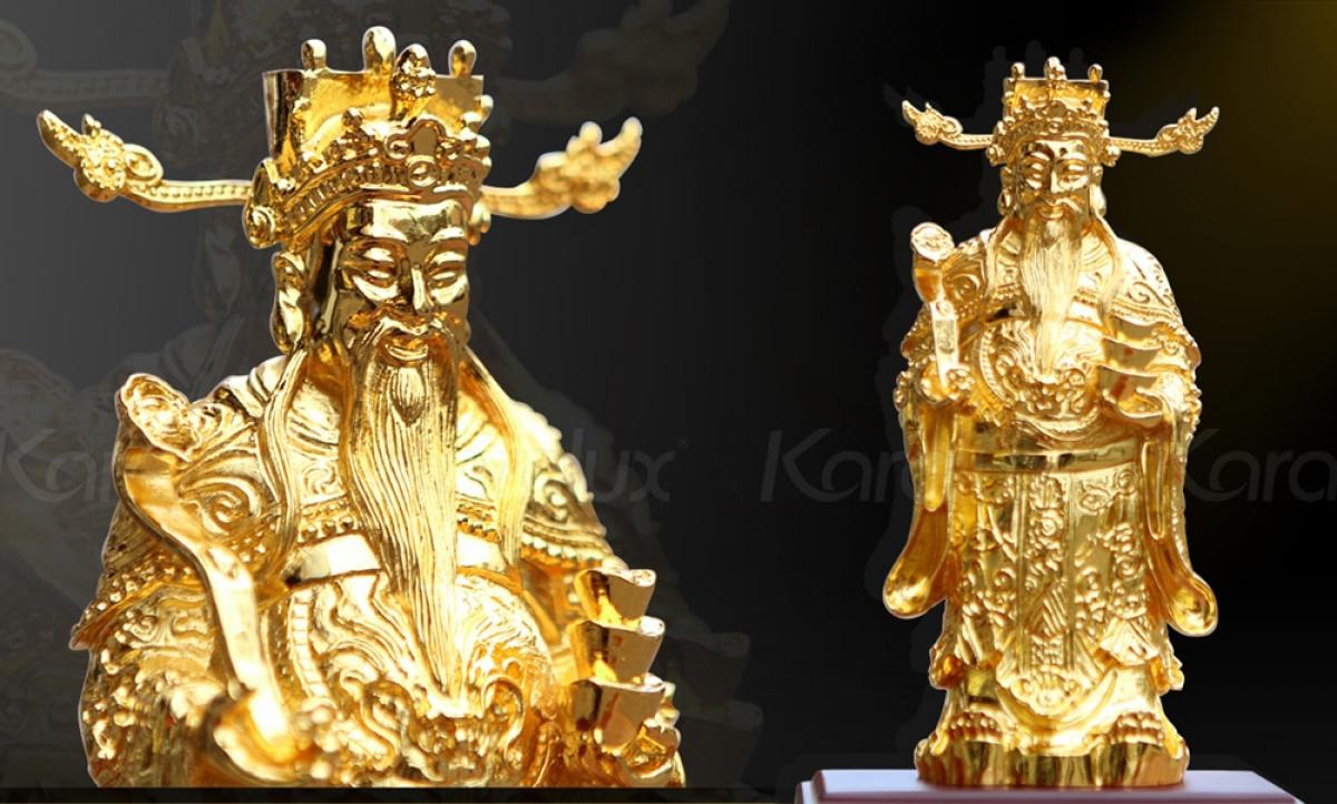 Tượng Thần Tài đúc đồng, bề mặt được phủ vàng 24k.