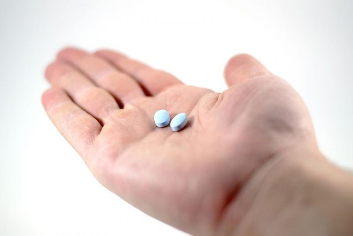 Sử dụng thuốc chống viêm không steroid (NSAIDs): Viêm đường tiết niệu có thể gây viêm và đau vùng bụng dưới và vùng chậu. Các loại thuốc chống viêm có bán tại các hiệu thuốc như naproxen hay ibuprofen có thể giúp giảm triệu chứng này.