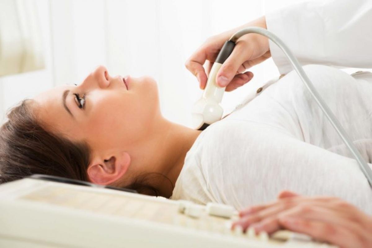 Bạn có vấn đề về tuyến giáp: Chứng suy giáp có thể khiến âm đạo tiết ít khí hư hơn, gây đau đớn khi quan hệ tình dục. Nếu bạn nhận thấy triệu chứng khô âm đạo đi kèm với các triệu chứng như ớn lạnh, táo bón, rụng tóc, mệt mỏi, suy nhược và chán chường, bạn nên đi xét nghiệm máu để kiểm tra tình trạng tuyến giáp.