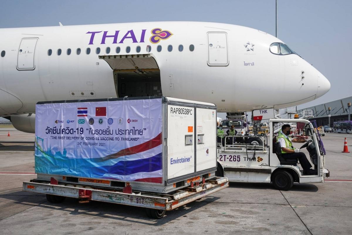 Thái Lan nhận lô vaccine Covid-19 đầu tiên. Ảnh: Reuters