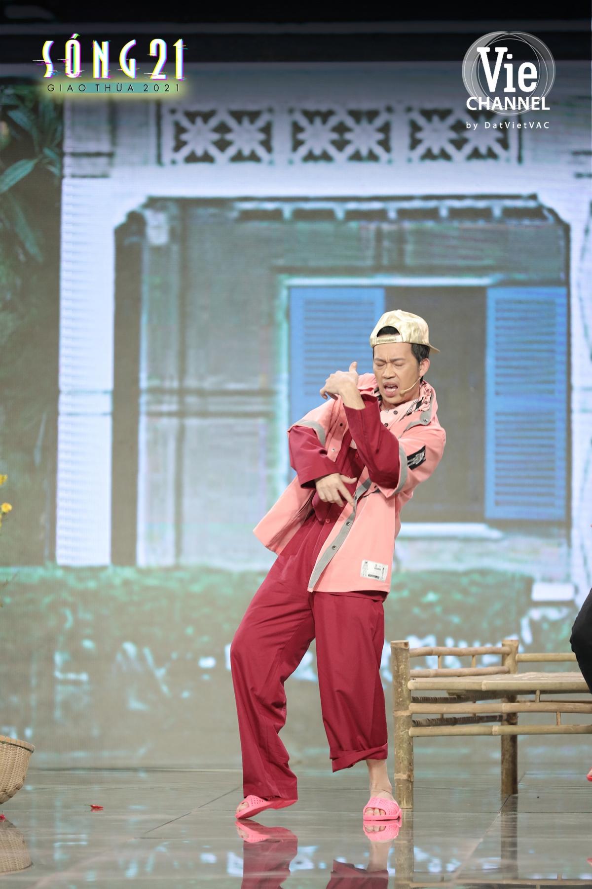 Hoài Linh hoá thân thành rapper Binz.