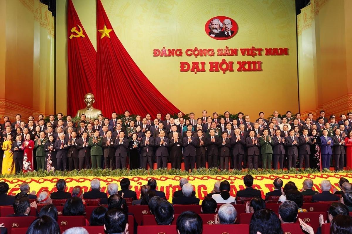 200 Ủy viên Trung ương khóa XIII ra mắt Đại hội tại phiên bế mạc ngày 1/2.