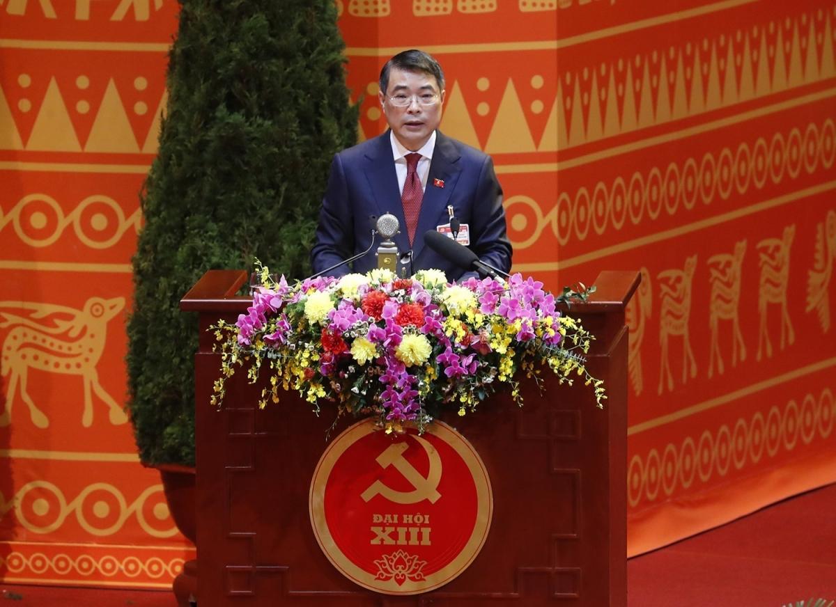 Ông Lê Minh Hưng - Bí thư Trung ương Đảng khóa XIII, Chánh Văn phòng Trung ương Đảng, Trưởng Đoàn Thư ký đọc toàn văn dự thảo Nghị quyết Đại hội.