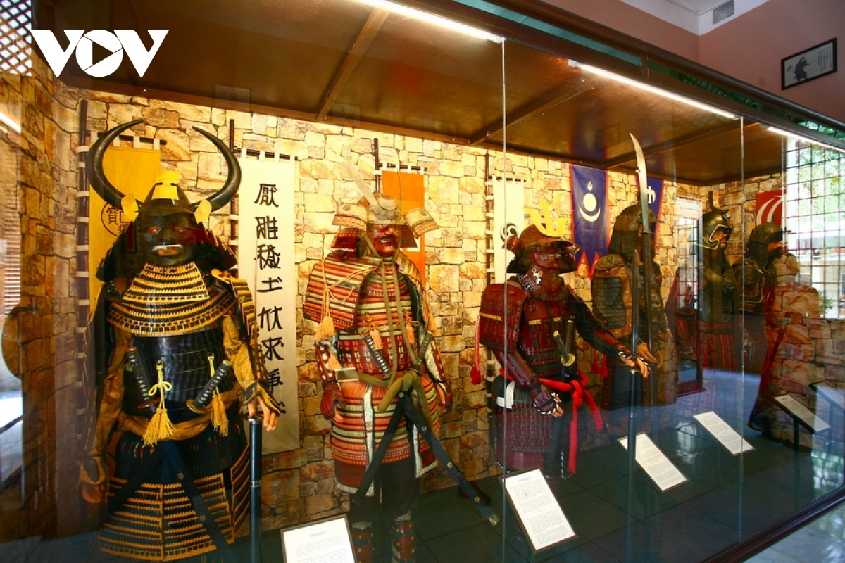 The war uniforms of Japanese and Mongolian military forces during the 1192 to 1867 period.