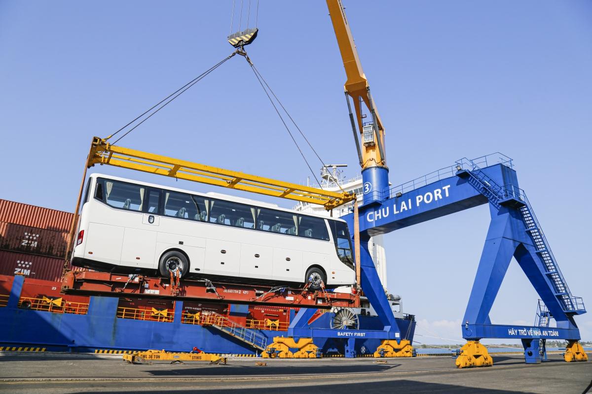 Xe bus chuẩn bị xuất khẩu sang Thái Lan.