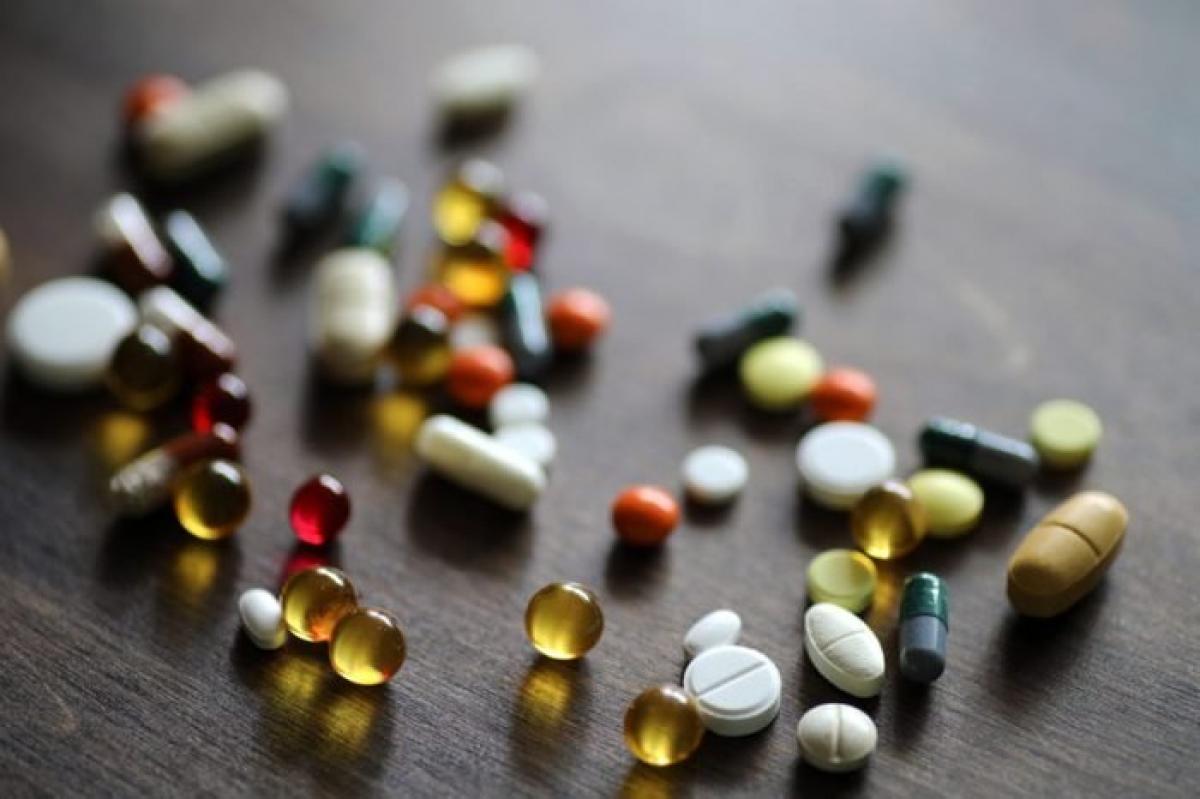 Kiểm tra các loại dược phẩm bạn đang dùng: Các loại thuốc bạn đang sử dụng có thể là nguyên nhân khiến bạn liên tục ngáp ngắn ngáp dài. Đó là bởi một số loại thuốc như thuốc chống trầm cảm, thuốc kháng histamin và một số thuốc giảm đau có thể gây buồn ngủ.