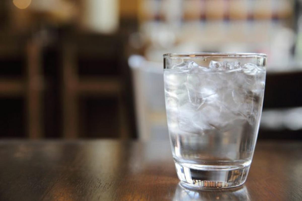 Uống nước: Khi cơ thể thiếu nước, bạn có thể cảm thấy uể oải, thiếu năng lượng. Hãy uống một cốc nước đầy để bù nước cho cơ thể và chống lại cảm giác thèm ngáp./.