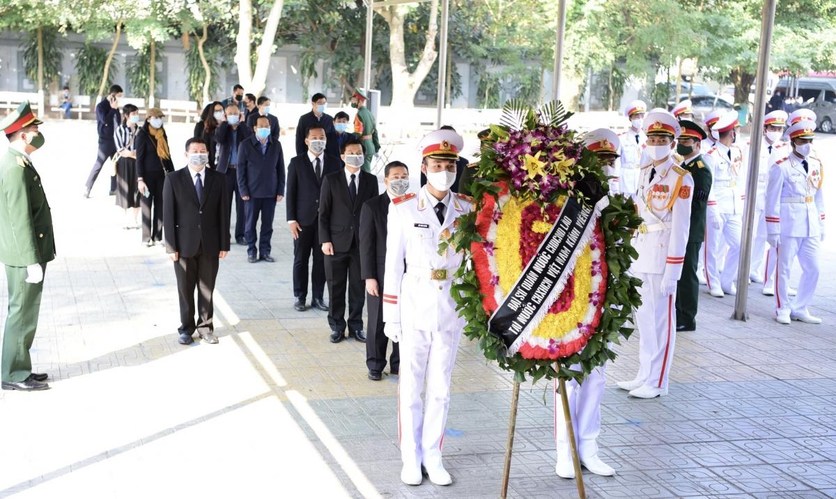 Đại sứ đặc mệnh toàn quyền nước CHDCND Lào vào viếng đồng chí Trương Vĩnh Trọng